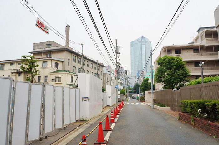 HKRJ Roppongi前の通り東側からの眺め