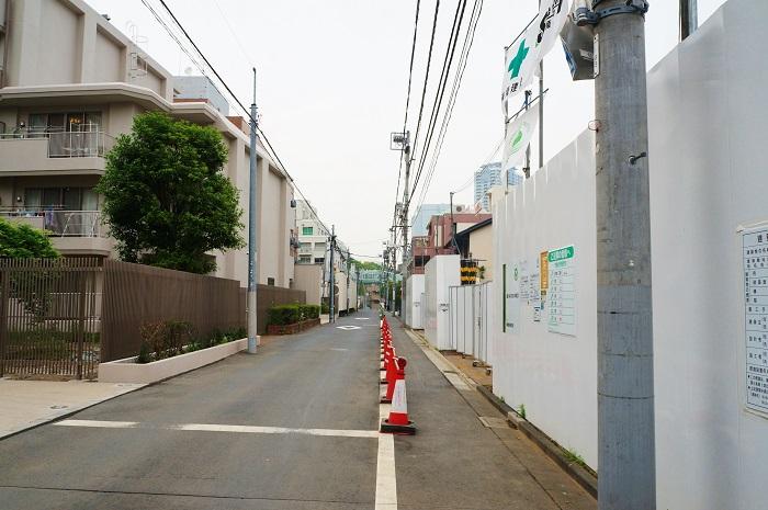 HKRJ Roppongi前の通り西側からの眺め
