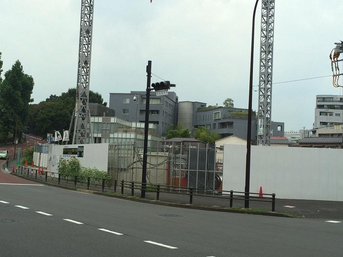 ガーデンヒルズ四ツ谷 迎賓の森_赤坂御所そばの現地周辺の様子写真_2_道路の傾斜・坂