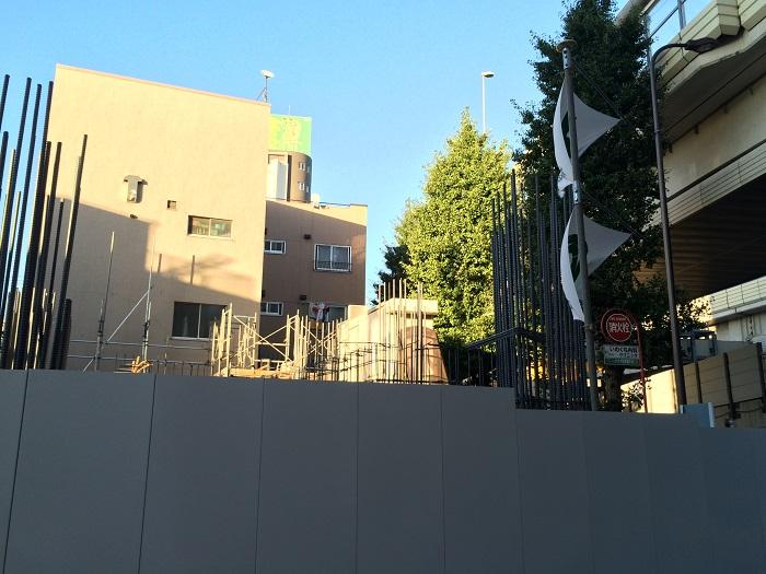 ピアース初台センティア_現地写真イメージ8_東側の建物