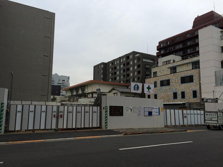 プレミスト六番町_正面道路から南側の建物