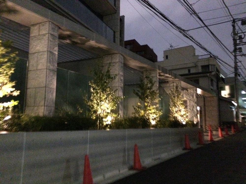 シティハウス神宮北参道の工事進捗現地画像_2016年3月_夜_坂下