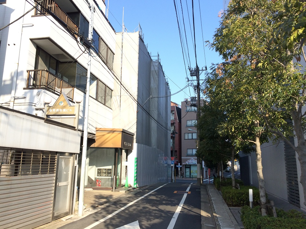 渋谷区本町4丁目計画はNTT都市開発×アイサワ工業のマンション_東側道路