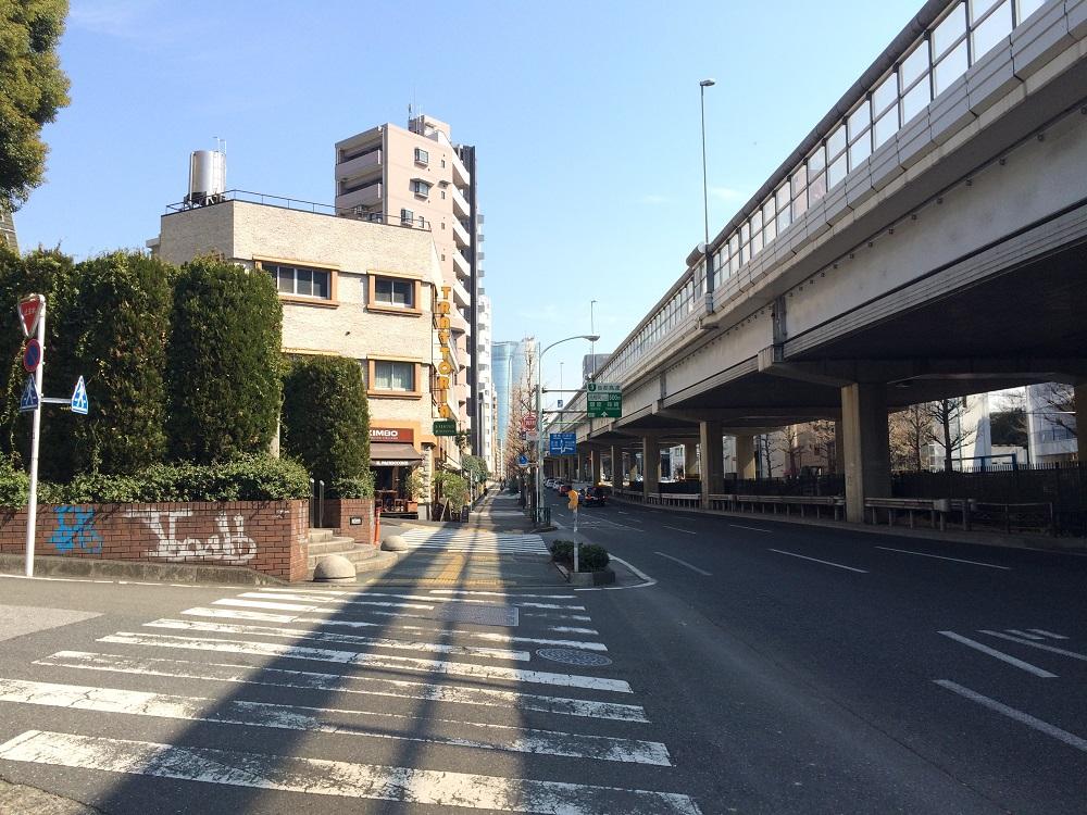 グランドメゾン表参道_六本木道りから六本木方面を見る