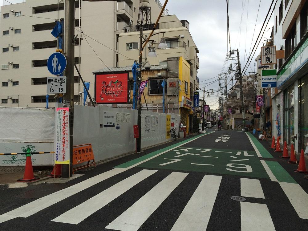 パークリュクス渋谷西原_現地西側の通り